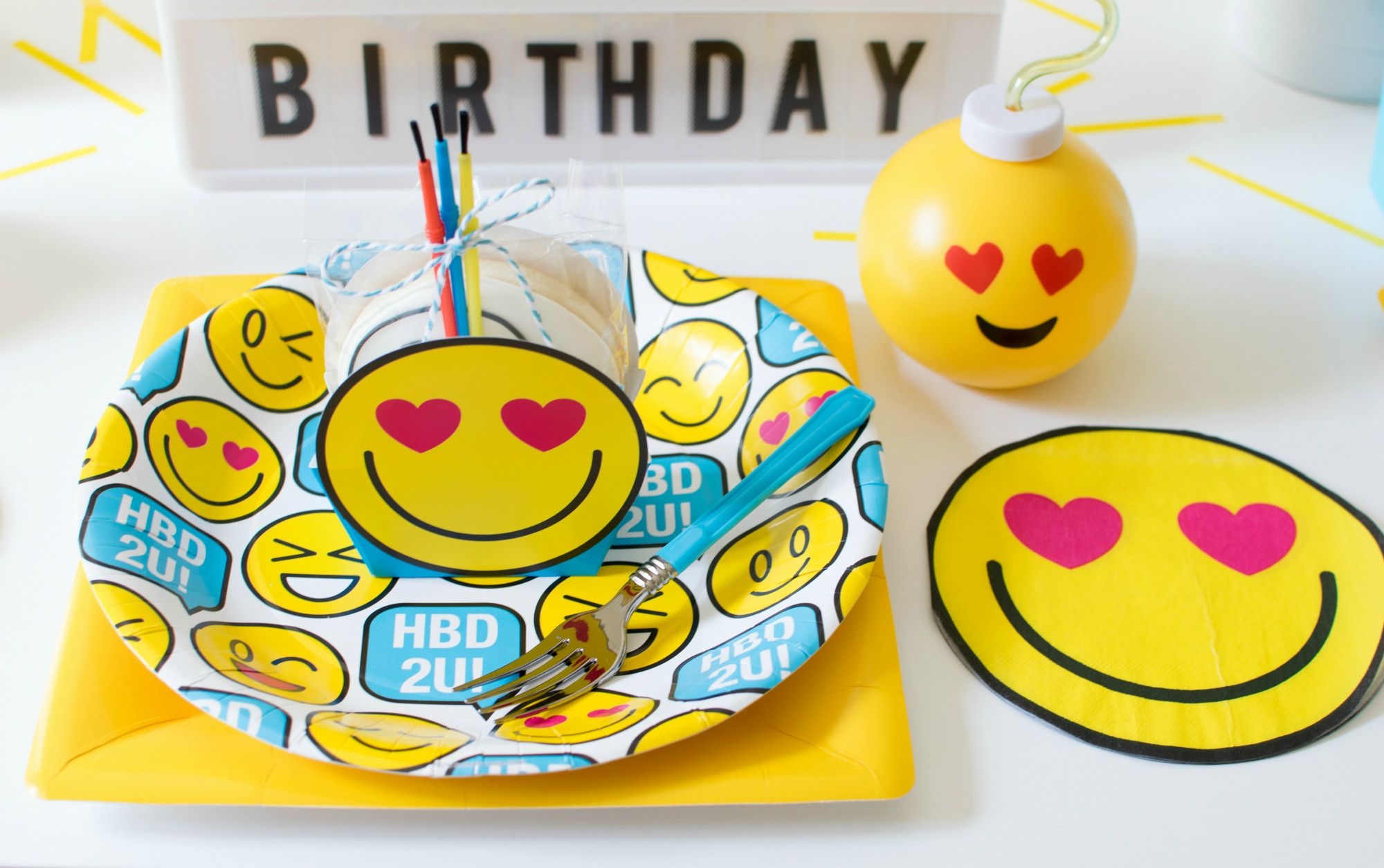 Place Setting from Emoji Birthday Party | Twinkle Twinkle Little Party | Black Twine