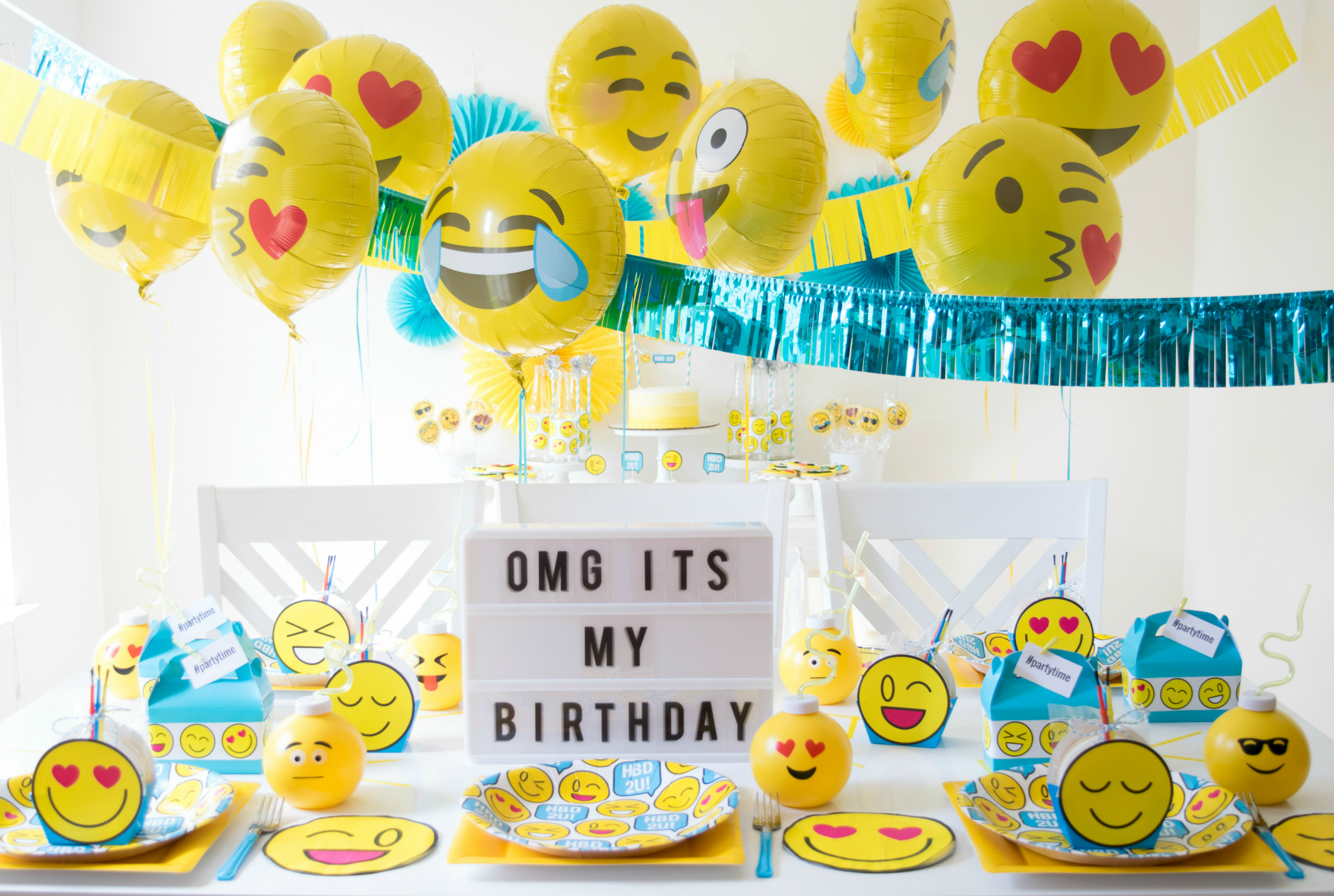 Tablescape and Balloons from Emoji Birthday Party | Twinkle Twinkle Little Party | Black Twine