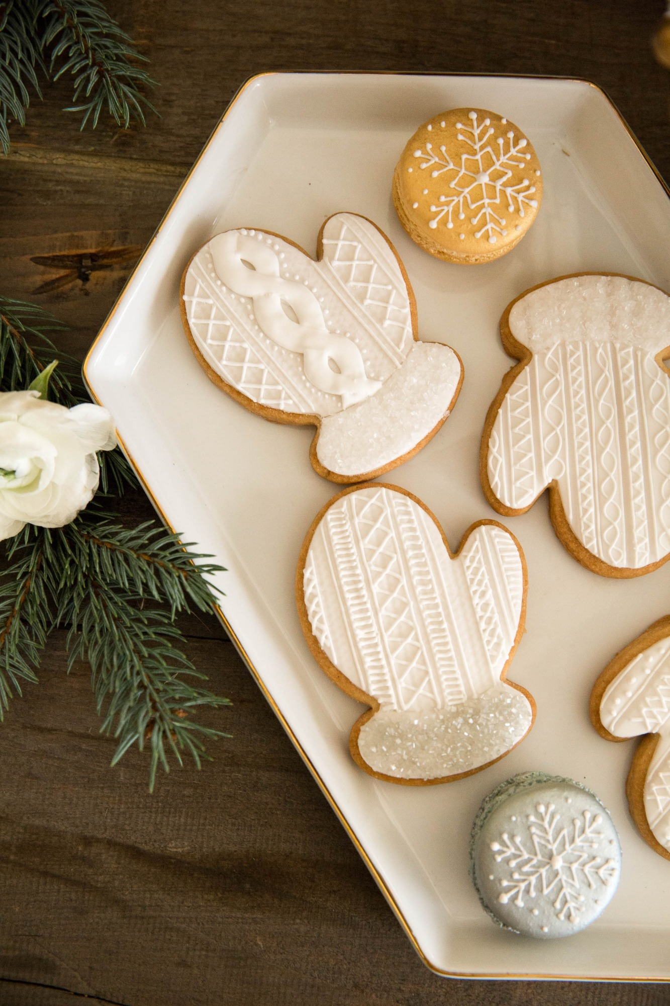 Mitten Sugar Cookies from Snowy Birthday Soiree Styled by Deets & Things | BlackTwine