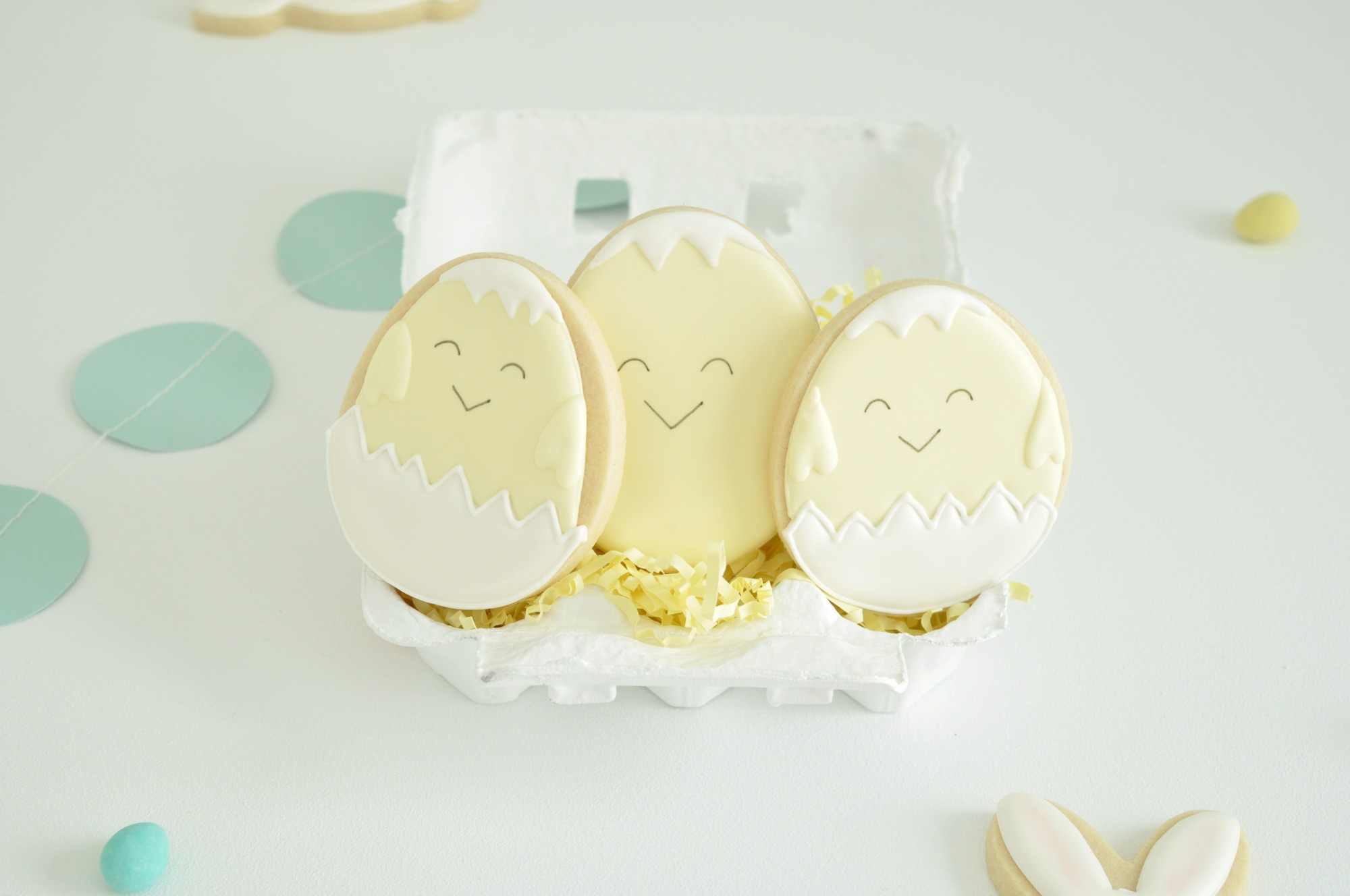 Easter Chick in Egg Sugar Cookies from Easter Egg Painting Party Styled by Enchanted Parties Montreal | Black Twine