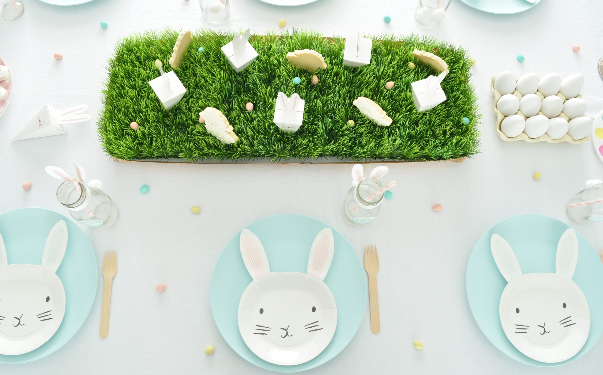 Easter Table Place Setting from Easter Egg Decorating Party Styled by Enchanted Parties Montreal | Black Twine
