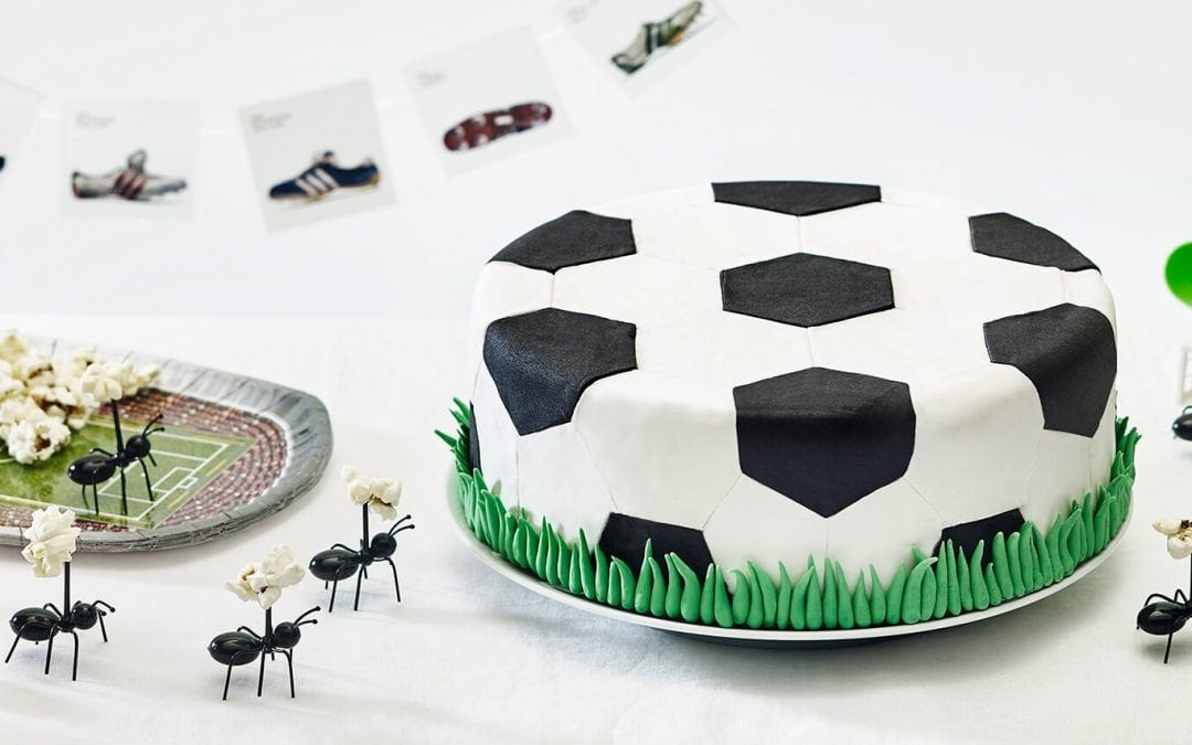 Soccer Party Ideas: How To Throw a World Cup Party by Cakest