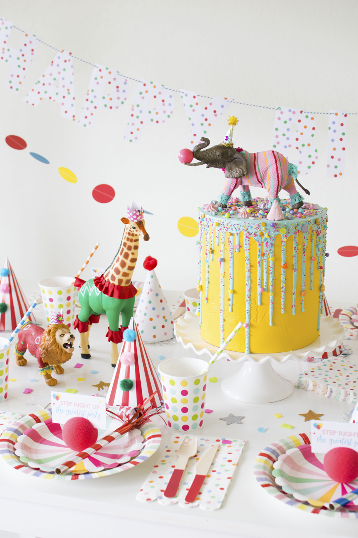 Place Setting and Cake from Circus Animal Parade Party styled by Twinkle Twinkle Little Party | KikiBoxes | Black Twine
