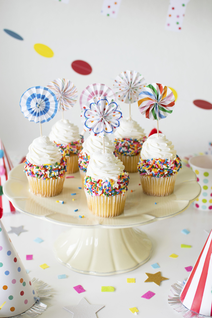 Cupcakes from Circus Animal Parade Party styled by Twinkle Twinkle Little Party | KikiBoxes | Black Twine