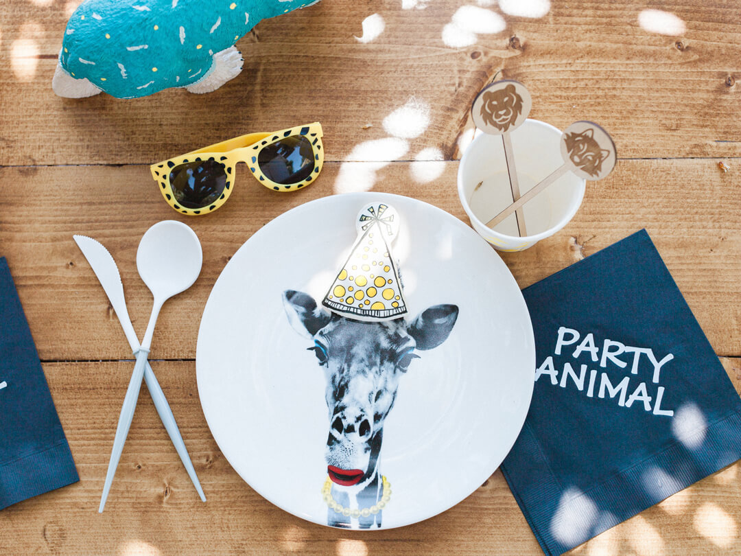 Place Setting, Giraffe Plate Party Like an Animal Backdrop from Party Like An Animal! Party Styled by Deets & Things | Black Twine