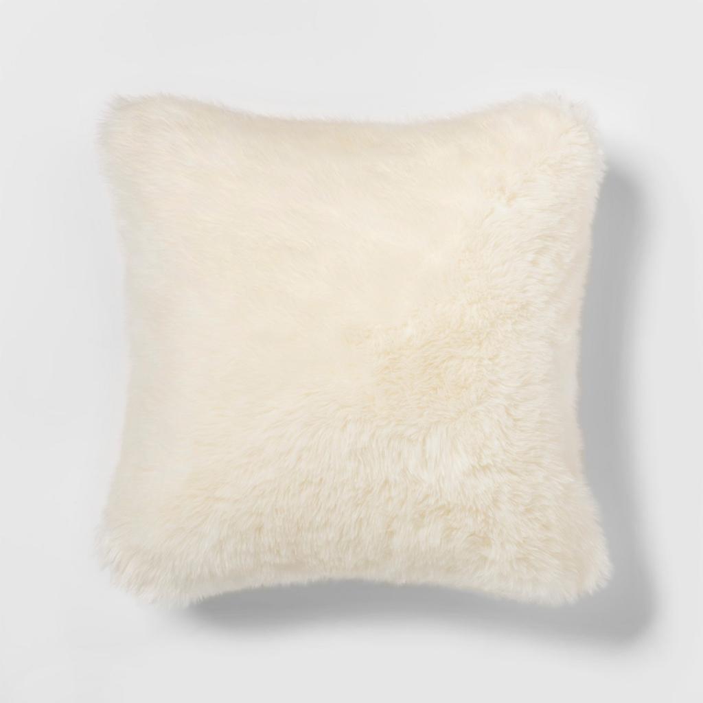 Cream Faux Fur Pillos